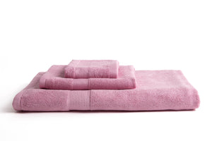 100% eco-friendly and bio-degradable Bamboo Towel. Bamboa's towel set comes in 3 pieces: a bath towel, a hand towel and a face towel. This bamboo towel set is featured in rose color.