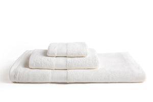 100% eco-friendly and bio-degradable Bamboo Towel. Bamboa's towel set comes in 3 pieces: a bath towel, a hand towel and a face towel. This bamboo towel set is featured in white color.