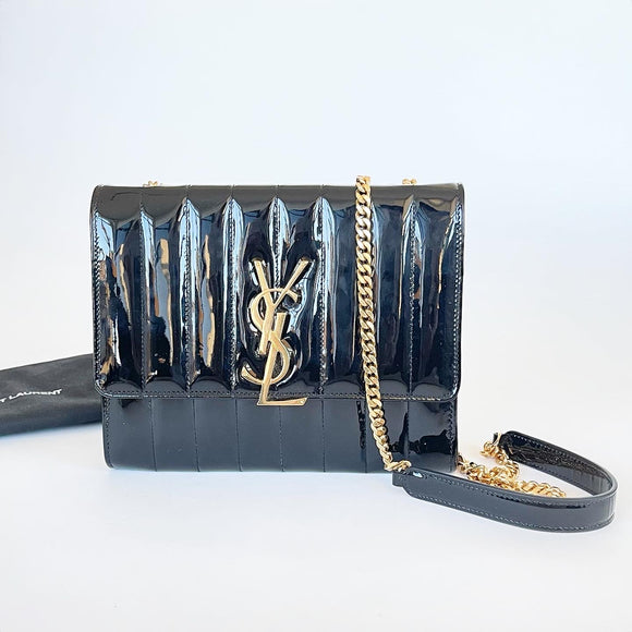 SAINT LAURENT VICKY CHAIN WALLET IN BLK PATENT LEATHER