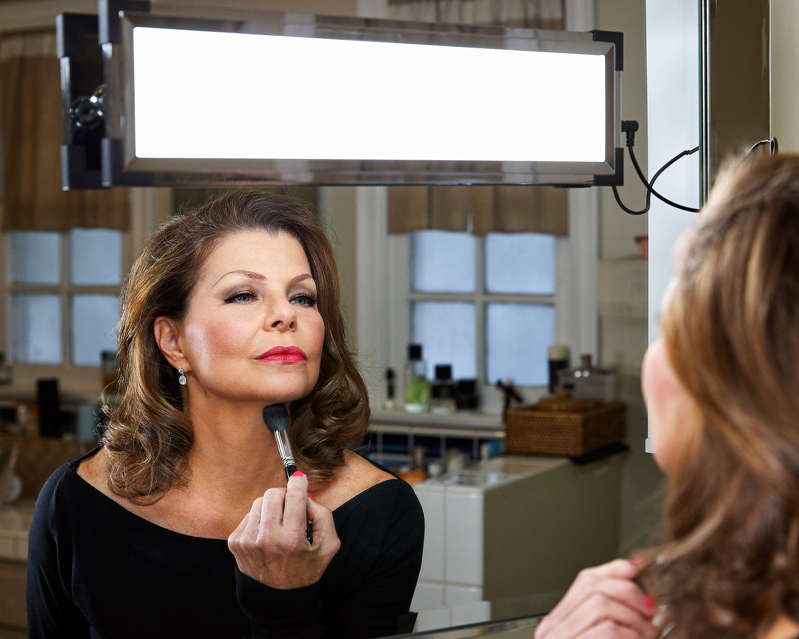 Vanessa touches up her makeup using the Eyelight