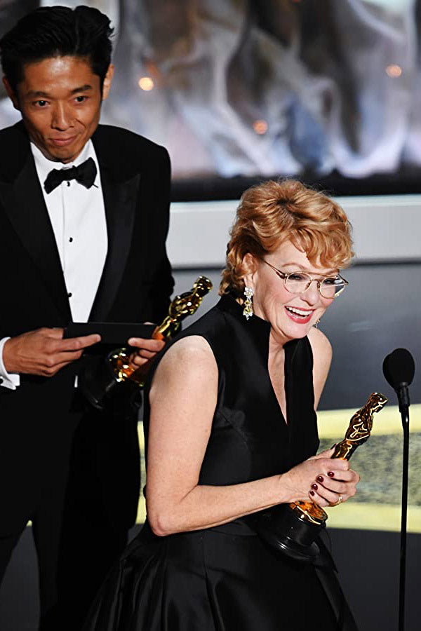 Vivian Baker and Kazu Hiro accept the Academy Award for Bombshell