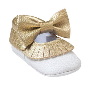 Two-tone bow moccs