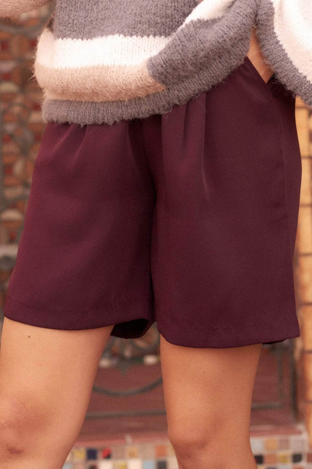 Office Gossip Pleat-Front Pocket Shorts - ShopPromesa