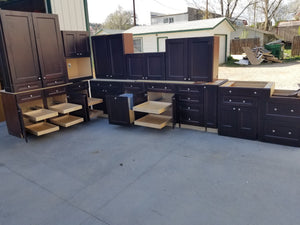Nearly New Espresso Soft-close Kitchen w/ Dovetailing & Lots of Pullouts!