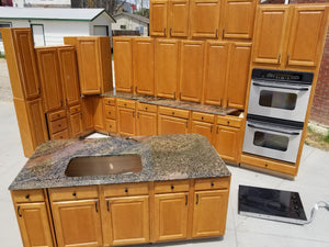 Beautiful Natural Finish Kitchen w/ Appliances and Pullouts!