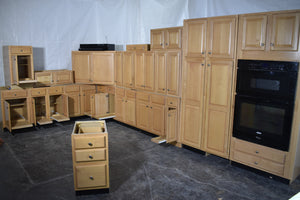 Large Maple Kitchen with Roll-outs and Chrome Knobs