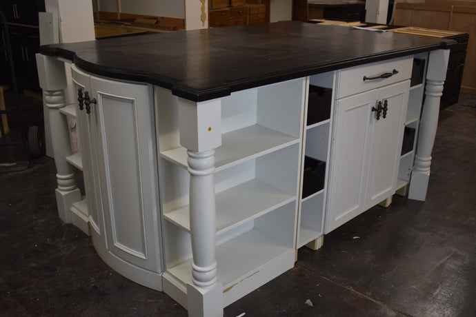 Showroom White Island with Dovetailed Soft-close Drawers