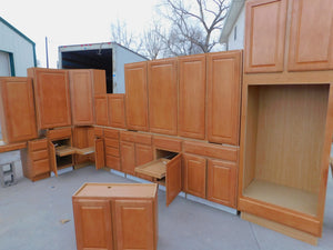 Beautiful Maple Merillat Kitchen w/ Chestnut Stain and Pullouts