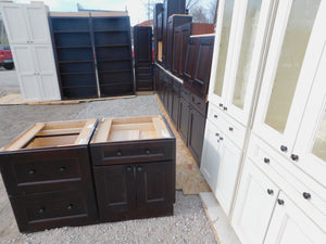 Nearly NEW Large Custom Dovetailed Plywood Kitchen w/ SOFT-CLOSE & Pullouts!