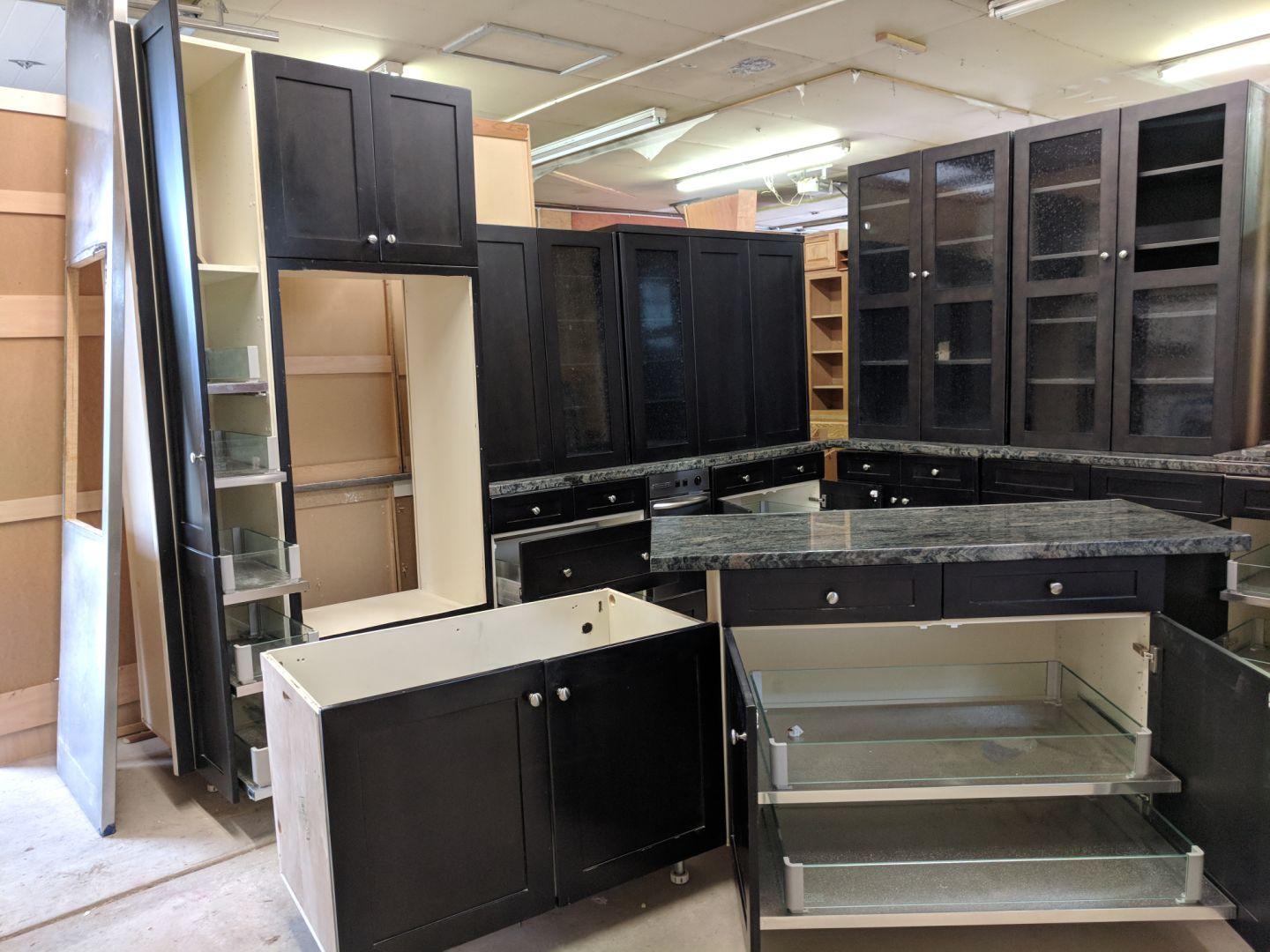 Charcoal Shaker Kitchen w/ Pullouts & Under-Cabinet lighting + Exotic Granite!- $2500