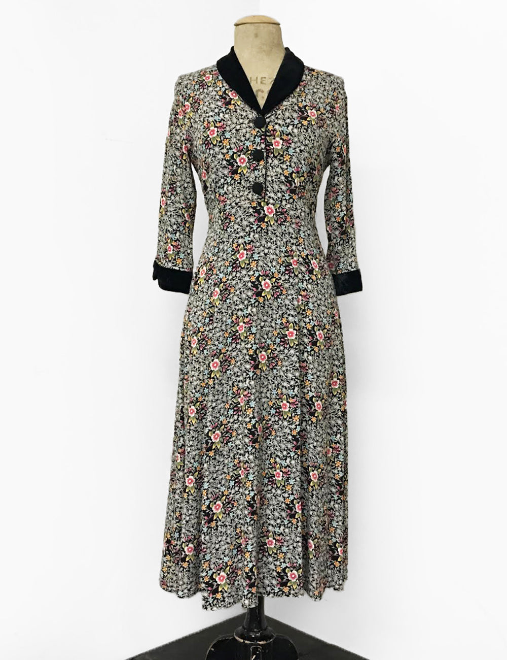 1940s Style Ragtime Floral & Velvet Trim Long Sleeve Tea Length Vintage Dress