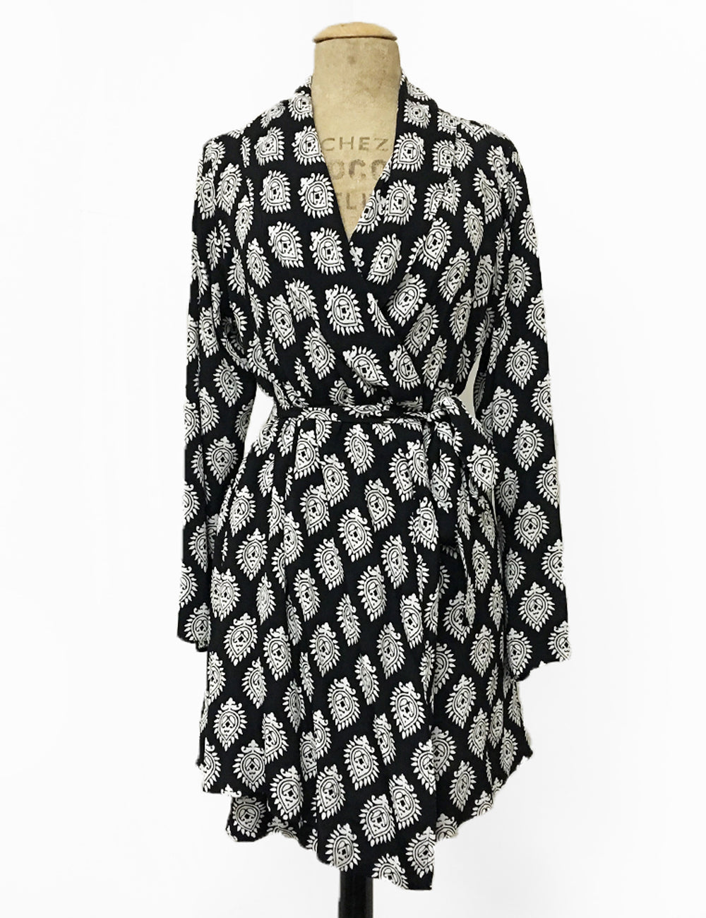 Black & White Vintage Turtle Stamp Shawl Collar Kimono Robe