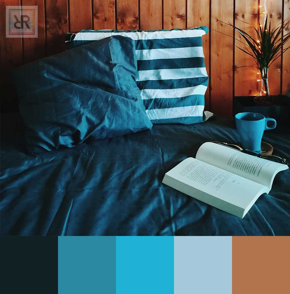 Comfy and peaceful blue mix bedroom interior color scheme