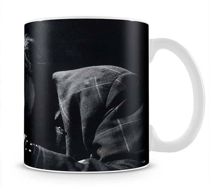Johnny Rotten sings Mug