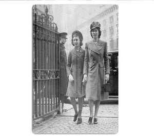 Queen Elizabeth II with Princess Margaret arriving at a wedding HD Metal Print