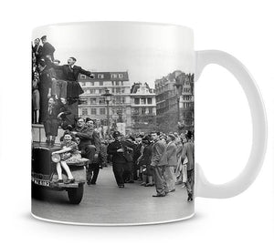 VE celebrations in London Mug - Canvas Art Rocks - 1
