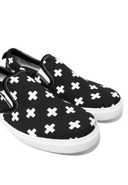NH021 nade slip on shoes plus signs black