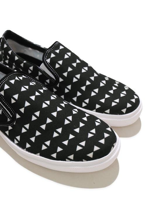 NH026 nade slip on shoes triangles black