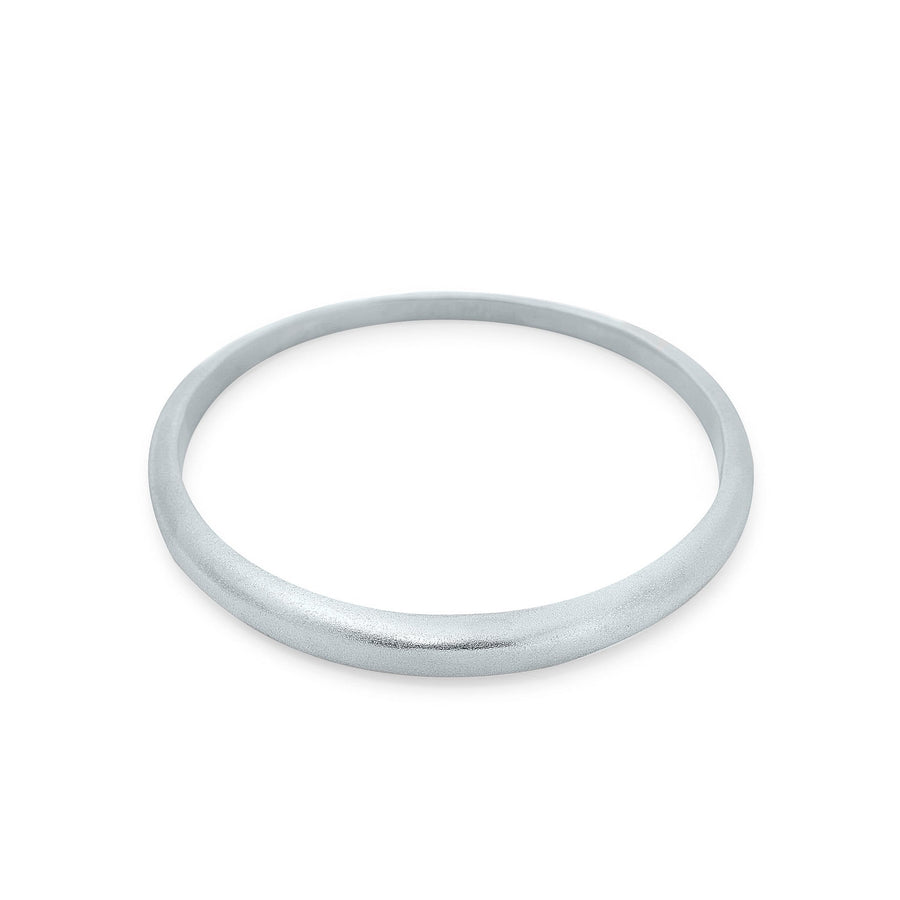 Minimalist silver bangle by Cielomar Jewelry