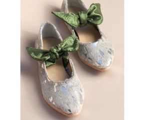 Palesa Flat in Silver Splash / Olive Bow