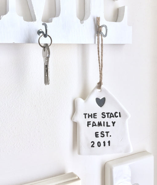 Shabby Family keepsake white clay tag - Country & Shabby details