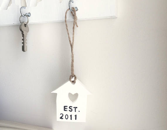 White Personalised Shabby Clay tag - Country & Shabby details