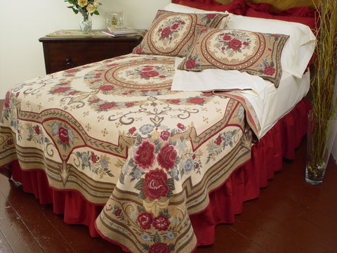 """Roses & Garland"" Tapestry Bedding"
