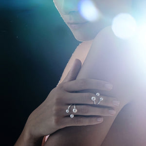 GRAVITY PEARL Midi Ring