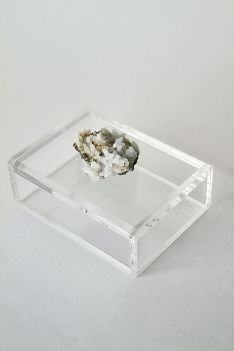 Acrylic and Mineral Cardbox Short