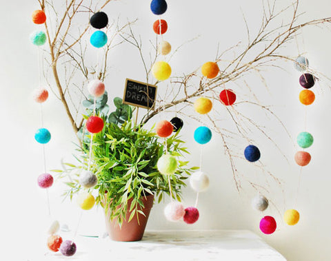 Felt Ball Garland l Rainbow