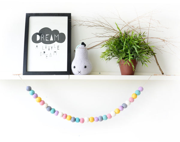 Felt Ball Garland l Pastel White