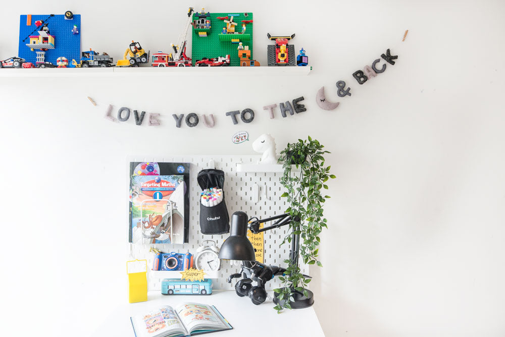 LOVE YOU TO THE MOON & BACK Garland  l Grey