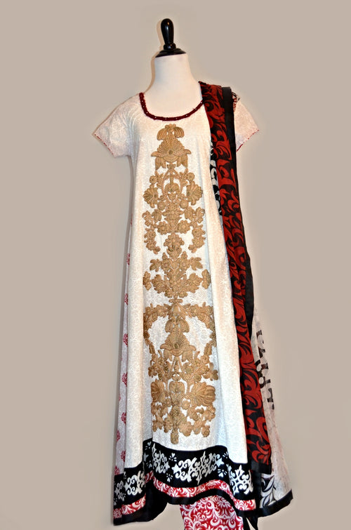 Embroidered kameez with straight pants and chiffon dupatta