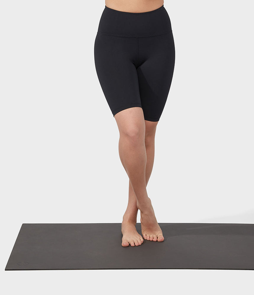 Manduka Pro Short High Rise Biker With Media Pocket - Black