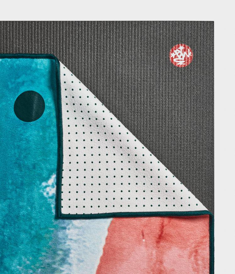 Manduka Yogitoes Skidless Yoga Mat Towel - Line Beach 2.0