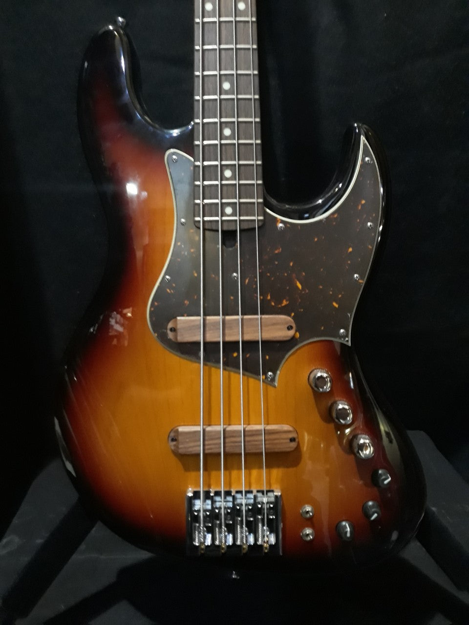 XOTIC XJ-1T  4 STRING BASS SUNBURST