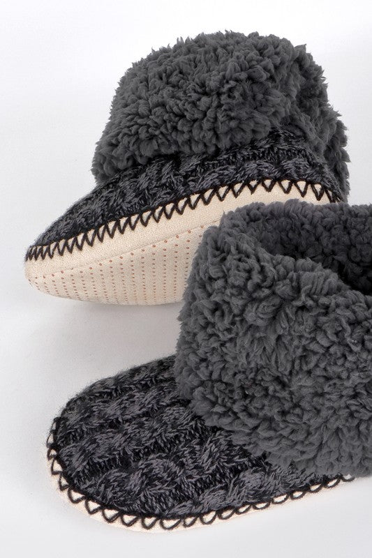 (L/XL) Cable Knit & Sherpa House Slippers
