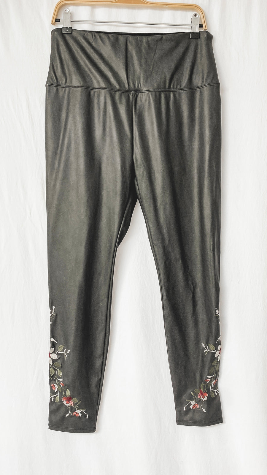 Lysse Faux Leather Embroidered Legging Pants (L)