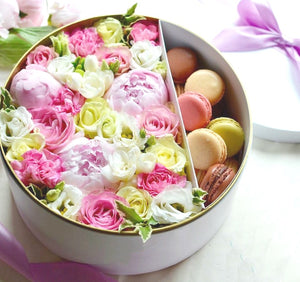Peonies & macarons gift box, big