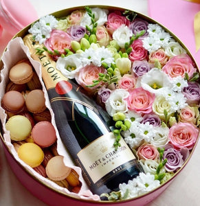 Deluxe flowers, wine & macarons gift box- extra large size