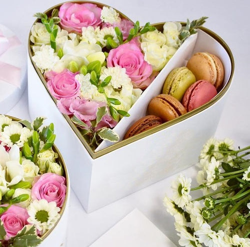 White Heart flowers&macarons, medium