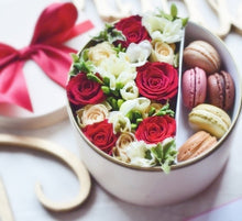 flower box and 5 macarons