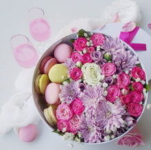 Deluxe flowers & macarons gift box, big