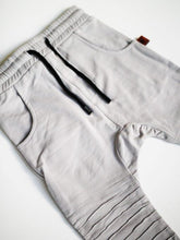 Oovy - Stone Distressed Pants