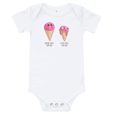 Before After First Gym Day - Baby Bodysuit Short Sleeve