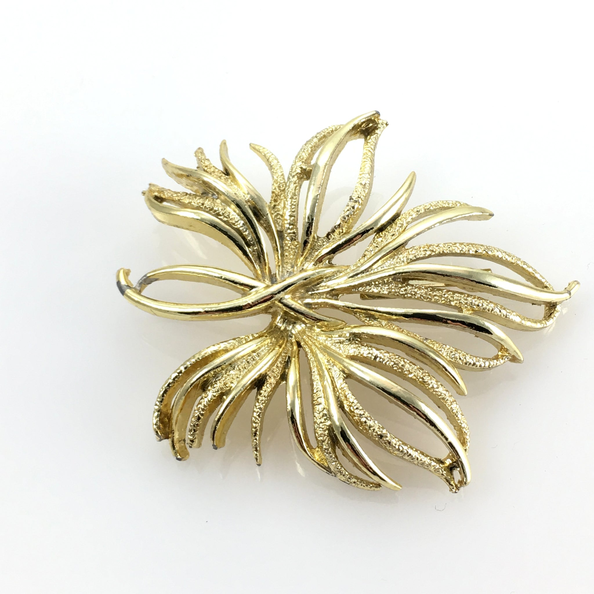 Vintage Modern Ladies Gold Flower Brooch Pin