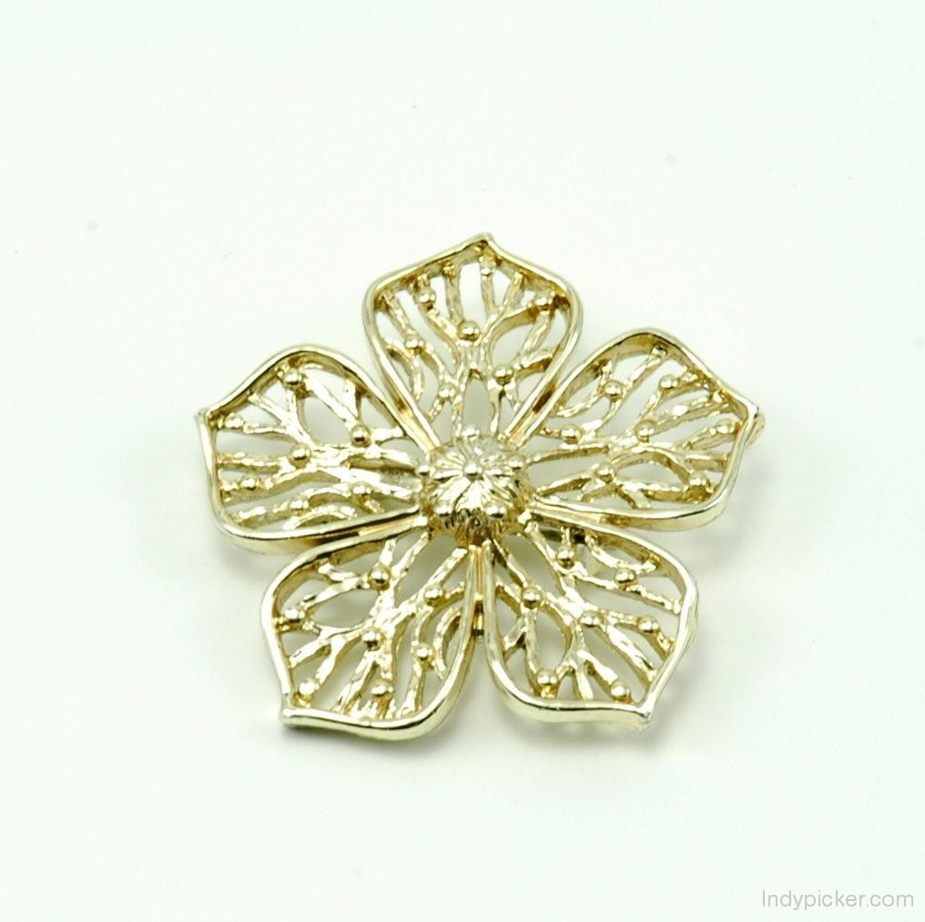 Vintage Modern Ladies Gold-toned Flower Brooch Pin