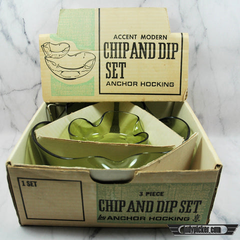 Vintage Chip & Dip Set Pyrex Avocado Green in Original Box (c.1950s)