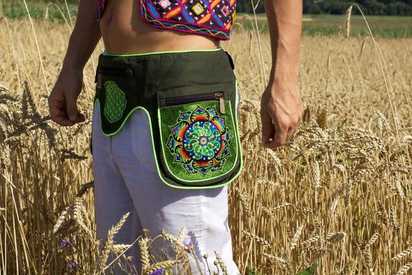Beltbag Ticombe crop circle - 7 pockets strong ziplocks size adjustable - hook & loop and clip - blacklight active cosmic music goatrance