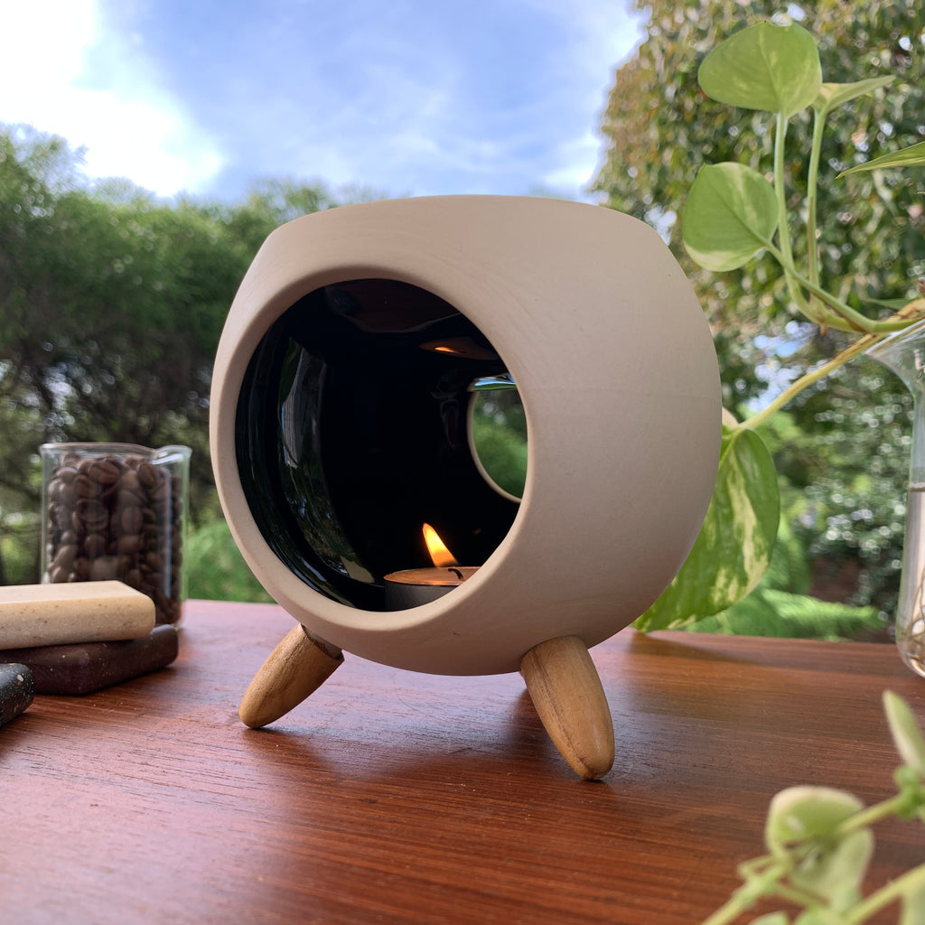 Igloo Oil Burner + Free Essential Oil